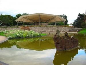 Сценическая площадка в парке