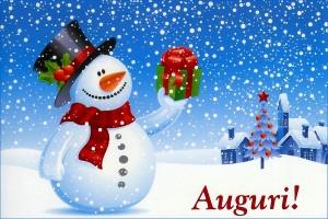 Снеговик в цилиндре с подарком