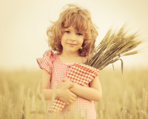 Девочка с пшеницей