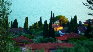 Дома на берегу озера Гарда