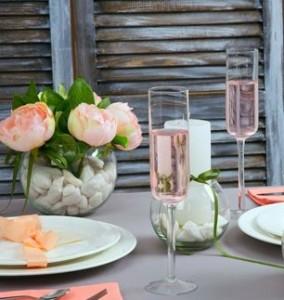 Два бокала с розе. Поздравления на итальянском языке