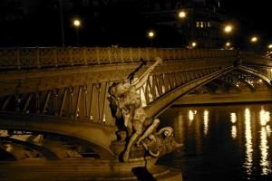 Мост Мирабо ночью