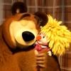 Медведь обнимает Машу